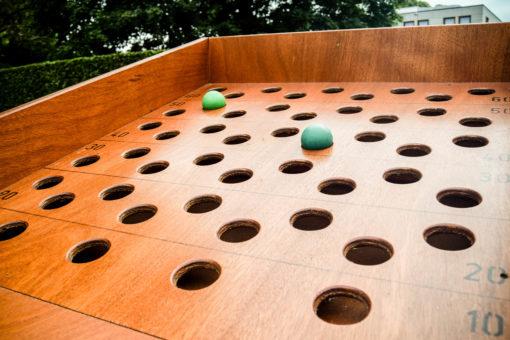Ballenrolspel gaten - oud Hollandse spelletjes
